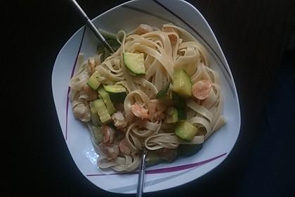 Spaghetti in Zucchini-Shrimps Sahnesauce 19