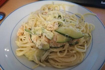 Spaghetti in Zucchini-Shrimps Sahnesauce 38