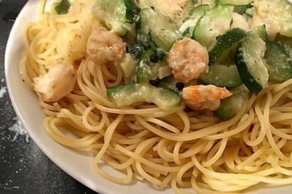 Spaghetti in Zucchini-Shrimps Sahnesauce 23