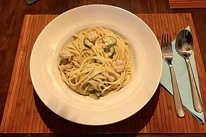 Spaghetti in Zucchini-Shrimps Sahnesauce 22