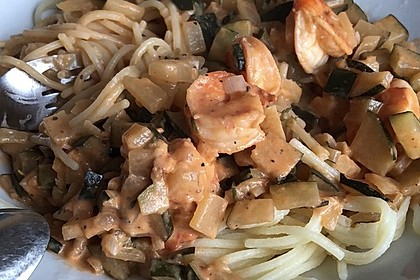 Spaghetti in Zucchini-Shrimps Sahnesauce 26