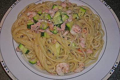 Spaghetti in Zucchini-Shrimps Sahnesauce 29