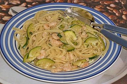 Spaghetti in Zucchini-Shrimps Sahnesauce 12