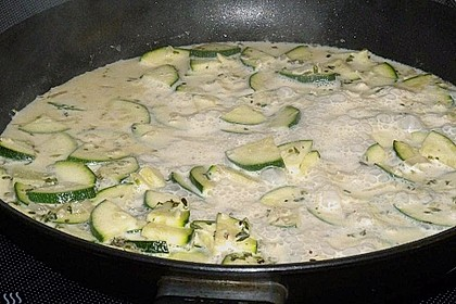 Spaghetti in Zucchini-Shrimps Sahnesauce 40