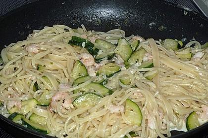 Spaghetti in Zucchini-Shrimps Sahnesauce 31
