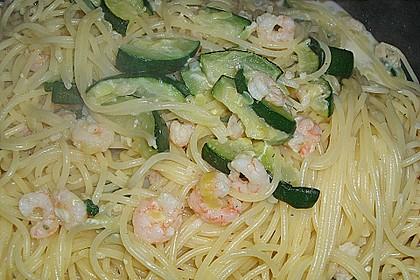 Spaghetti in Zucchini-Shrimps Sahnesauce 30