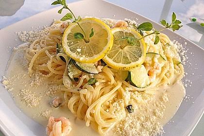 Spaghetti in Zucchini-Shrimps Sahnesauce 2