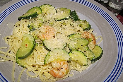 Spaghetti in Zucchini-Shrimps Sahnesauce 18