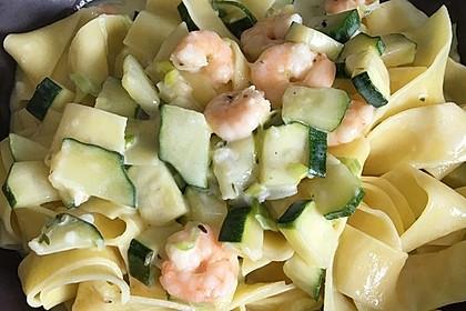 Spaghetti in Zucchini-Shrimps Sahnesauce 32