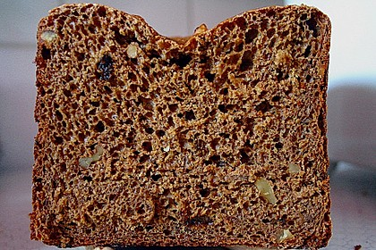 Pflaumen-Walnuss-Brot 1
