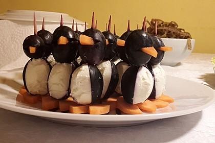 Kleine Pinguine mit Traubenfrack und Karottenfüßchen 10