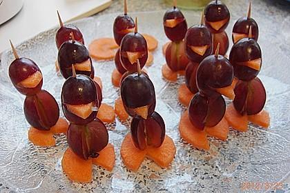 Kleine Pinguine mit Traubenfrack und Karottenfüßchen 60