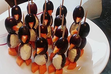 Kleine Pinguine mit Traubenfrack und Karottenfüßchen 42