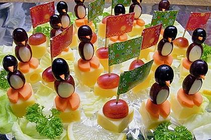 Kleine Pinguine mit Traubenfrack und Karottenfüßchen 2