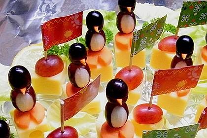 Kleine Pinguine mit Traubenfrack und Karottenfüßchen 3