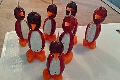 Kleine Pinguine mit Traubenfrack und Karottenfüßchen 49