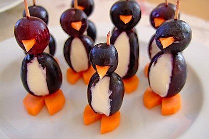 Kleine Pinguine mit Traubenfrack und Karottenfüßchen 7