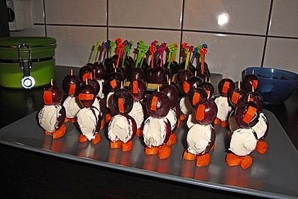 Kleine Pinguine mit Traubenfrack und Karottenfüßchen 70