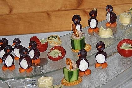 Kleine Pinguine mit Traubenfrack und Karottenfüßchen 16