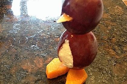 Kleine Pinguine mit Traubenfrack und Karottenfüßchen 74