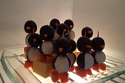 Kleine Pinguine mit Traubenfrack und Karottenfüßchen 36