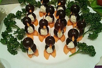 Kleine Pinguine mit Traubenfrack und Karottenfüßchen 12