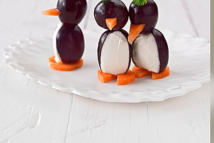 Kleine Pinguine mit Traubenfrack und Karottenfüßchen 11