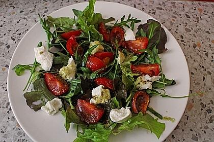 Blattsalat mit Honig-Balsamico-Dressing und Zitrusaroma