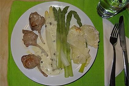 Spargel mit Lammkoteletts und Gorgonzola-Sauce 3