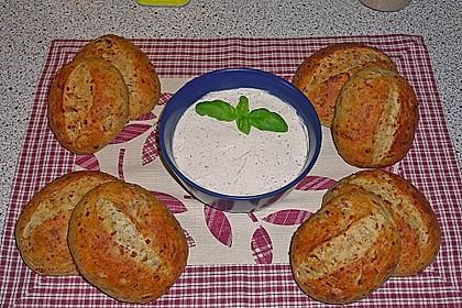 Pizzabrötchen mit Feta-Frischkäse Dip 5