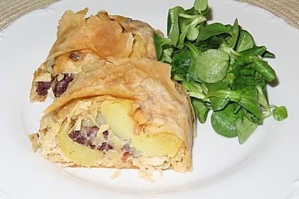 Blutwurst-Kartoffel Strudel mit Weißkohl (Bild)