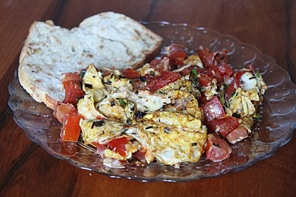 Rührei mit Tomaten und Schnittlauch (Bild)