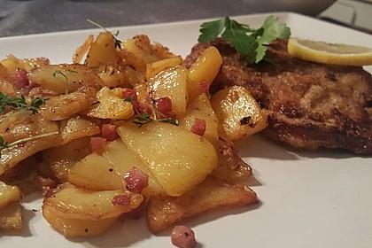 Wiener Schnitzel mit roh gebratenen Kartoffeln