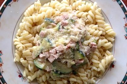 Die berühmten Zucchini-Frischkäse-Nudeln 8