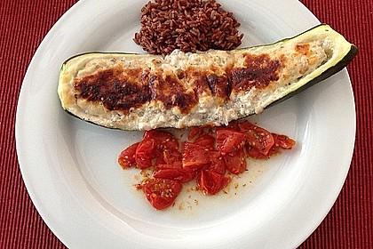 Gefüllte Zucchini mit Ziegenkäse-Salbei-Honig Füllung 10