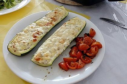 Gefüllte Zucchini mit Ziegenkäse-Salbei-Honig Füllung 3