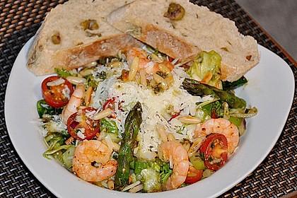Salat mit grünem Spargel, Garnelen und Parmesan 1