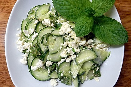 Gurkensalat mit Feta und Minze (Bild)