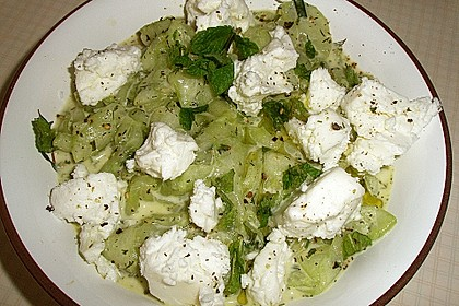 Gurkensalat mit Feta und Minze 23