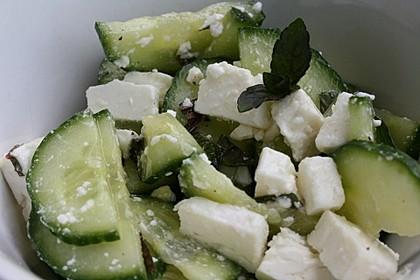 Gurkensalat mit Feta und Minze 6