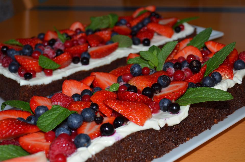 Brownie Torte Mit Beeren Von Walkingthedeadline Chefkoch De
