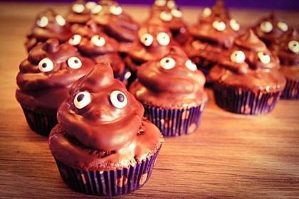 Schokoladenmuffins mit einem Marshmallowhut (Bild)