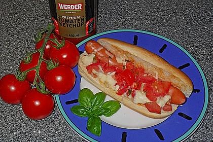 Hot Dog Caprese (Bild)