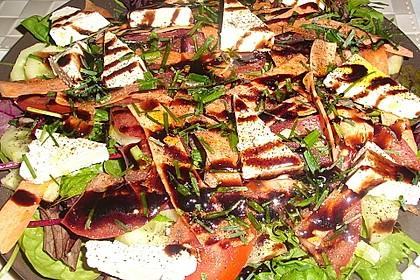 Salatteller mit Schafskäse und Pesto 2