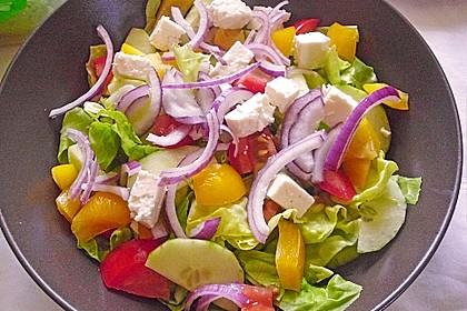 Salatteller mit Schafskäse und Pesto 1