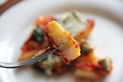 Polenta mit Tomatensauce und Basilikum-Ricotta