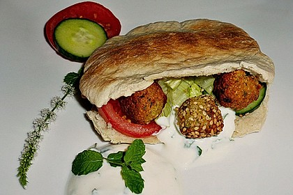 Schnelle Falafel in Pitabrot 4