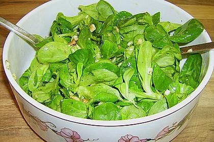 Feldsalat mit gebratenen Birnen und Walnüssen 97