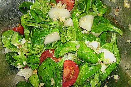 Feldsalat mit gebratenen Birnen und Walnüssen 100