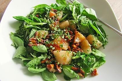 Feldsalat mit gebratenen Birnen und Walnüssen 1